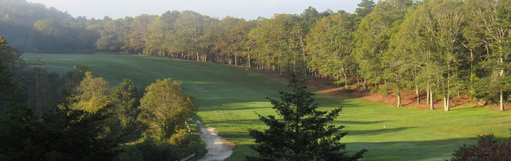 tree-lined fairway at Sandwich Hollows Golf Club